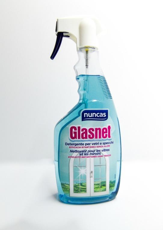 Detergente spray per vetri e specchi