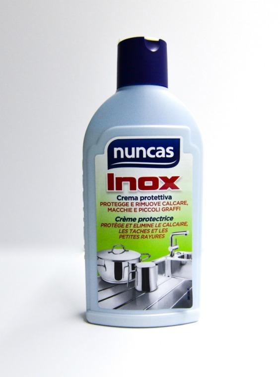 Crema protettiva per curare e lucidare tutte le superfici cromate e in acciaio della casa.